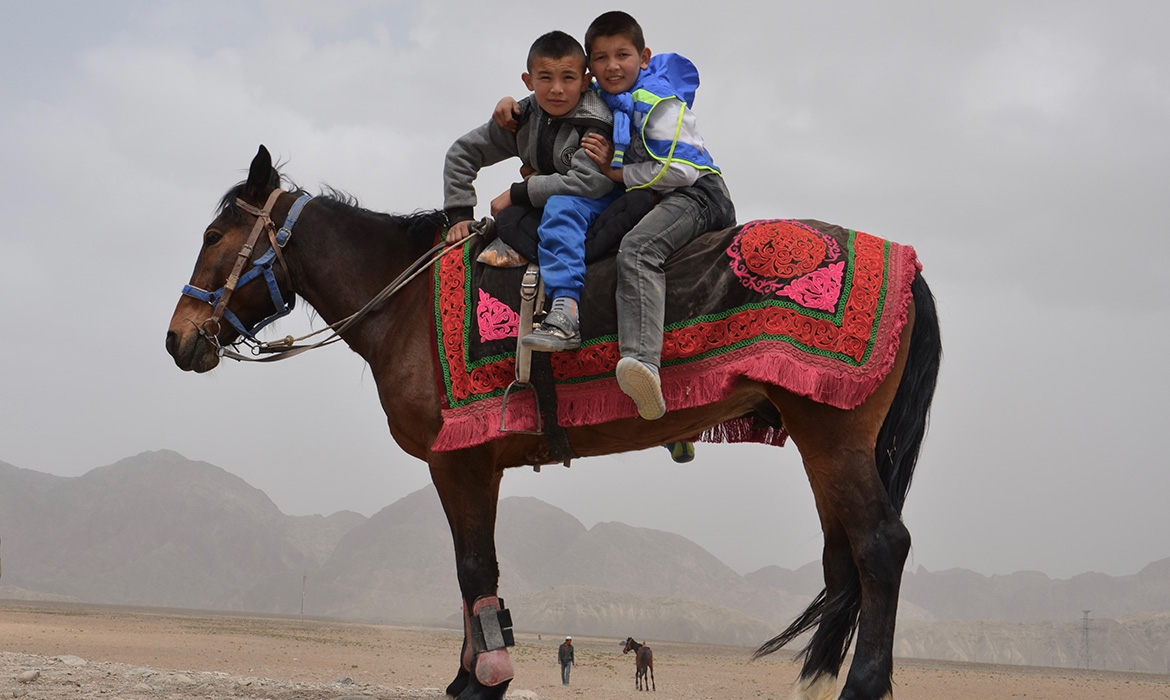 Kyrgyz-riders-getting-ready-for-a-horse-game_Atush-Xinjiang